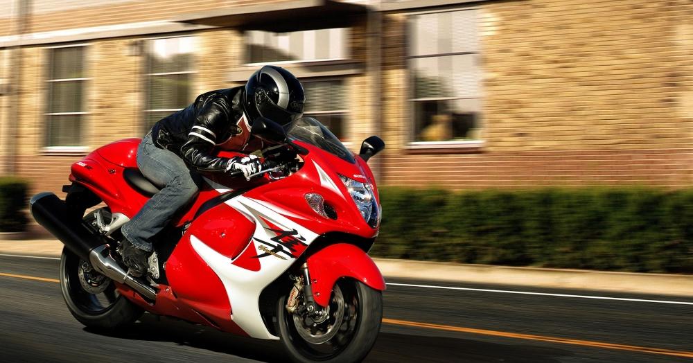 Hayabusa Suzuki  - Page 2 Gsx1300ral4_action_cweb