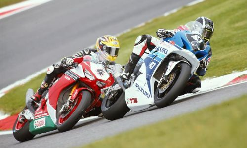 LA GSX-R1000 DE BENNETTS SUZUKI TRIOMPHE EN SUPERSTOCK A BRANDS HATCH