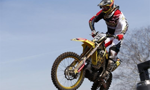 Suzuki remporte le MOTOCROSS ELITE à LACAPELLE MARIVAL